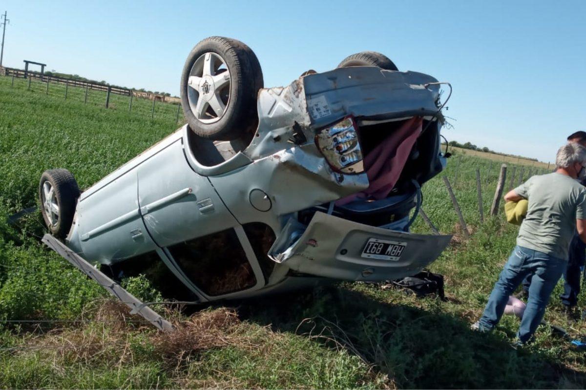 Accidente: madre e hijo protagonizaron un vuelco cerca de Del Campillo