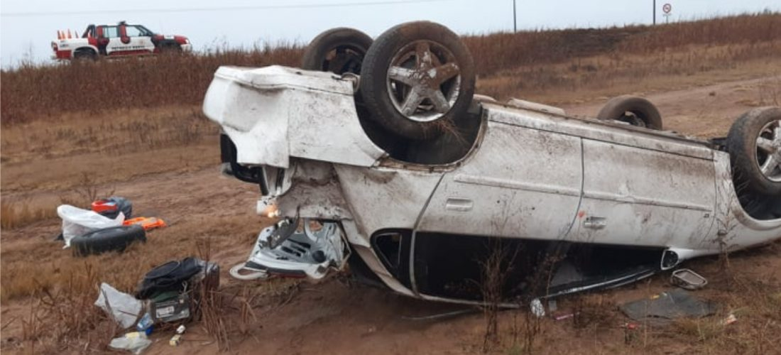Un auto volcó cuando transitaba por Ruta 27, en cercanías de Del Campillo