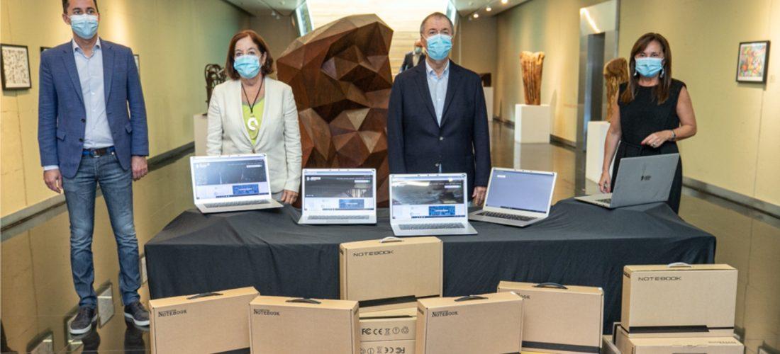 Schiaretti anunció el inicio de clases presenciales y la compra de otras 50 mil notebook