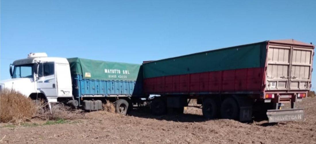 Accidente: camión protagonizó un despiste en Ruta 27, cerca de Villa Valeria