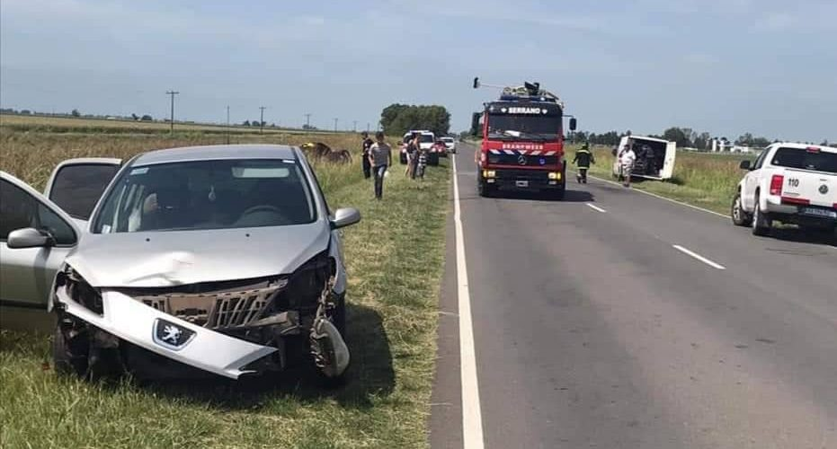 Dos autos protagonizaron un accidente sobre Ruta Nº 4, cerca de Serrano