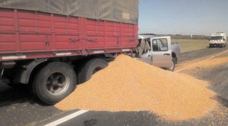 Accidente fatal: hombre murió tras colisionar con un camión cerca de Mackenna