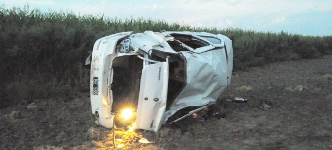 Automóvil sufrió un vuelco sobre Ruta 27, en cercanías de Jovita