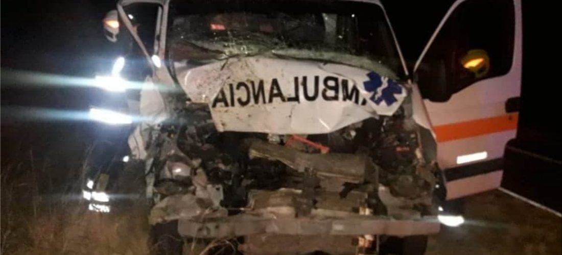Ambulancia en la que iban vecinos de Jovita colisionó con un equino cerca de Levalle