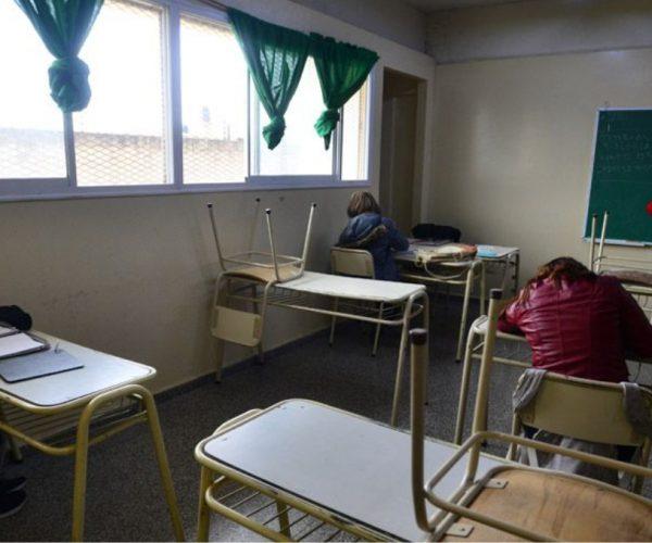 Ventanas abiertas y abrigo: así deberán funcionar las clases presenciales con el frío