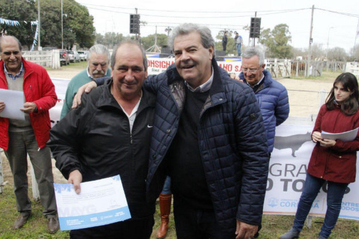 """En Laboulaye, el ministro Busso lanzó el Programa """"1000 Toros Córdoba"""""""