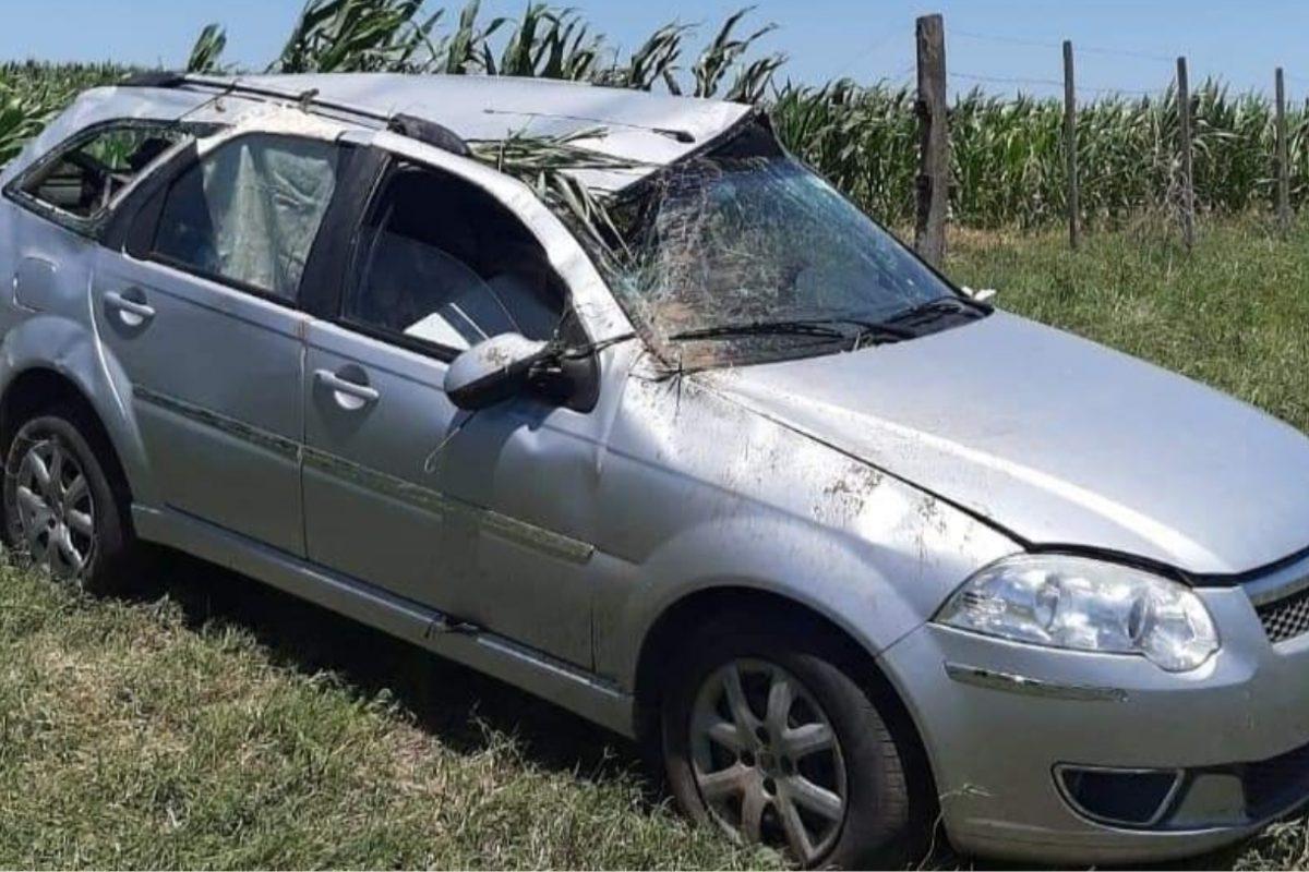 Accidente: madre e hijo resultaron con lesiones tras volcar cerca de La Carlota