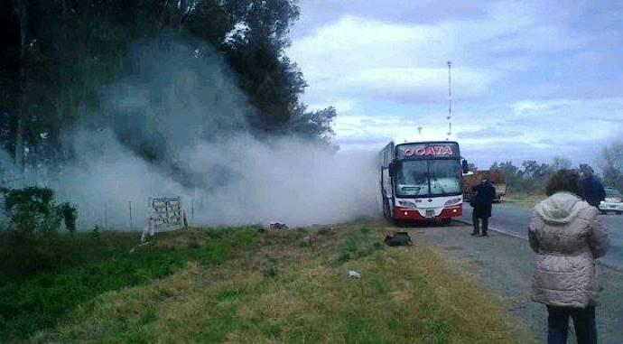 Un ómnibus de la empresa COATA se incendió; pasajeros se salvaron de milagro
