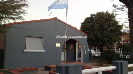 Adolescentes prendieron fuego la puerta de un lavadero de una casa en Serrano