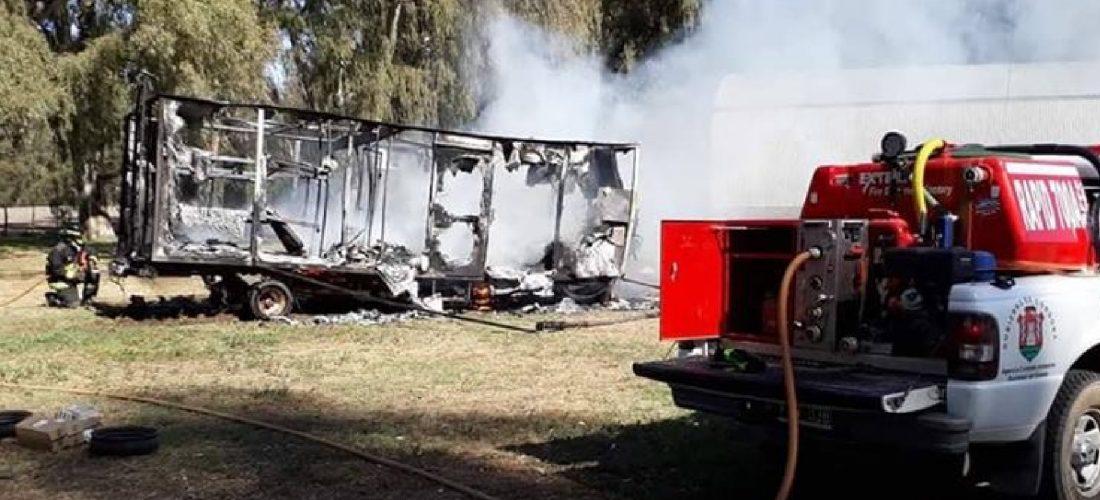 Se incendió una casilla en un campo cerca de Serrano