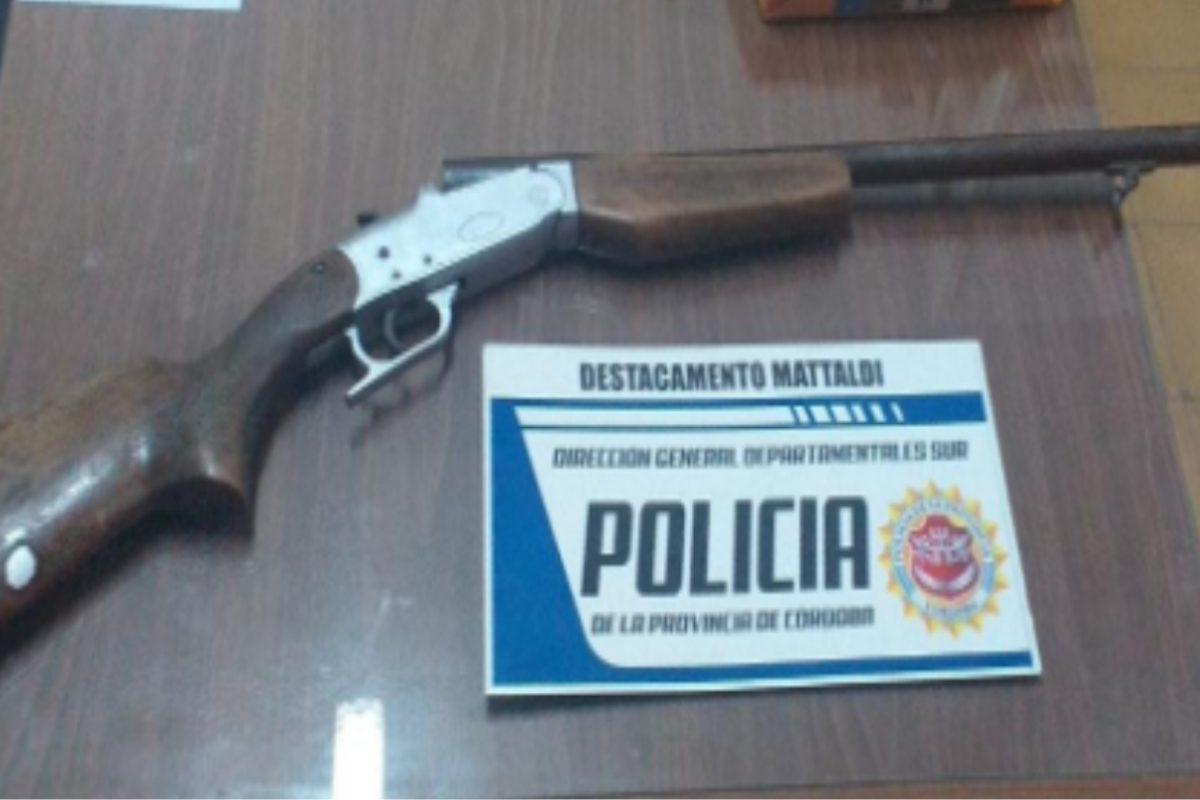 Transportaban una escopeta sin documentación en zona rural de Mattaldi