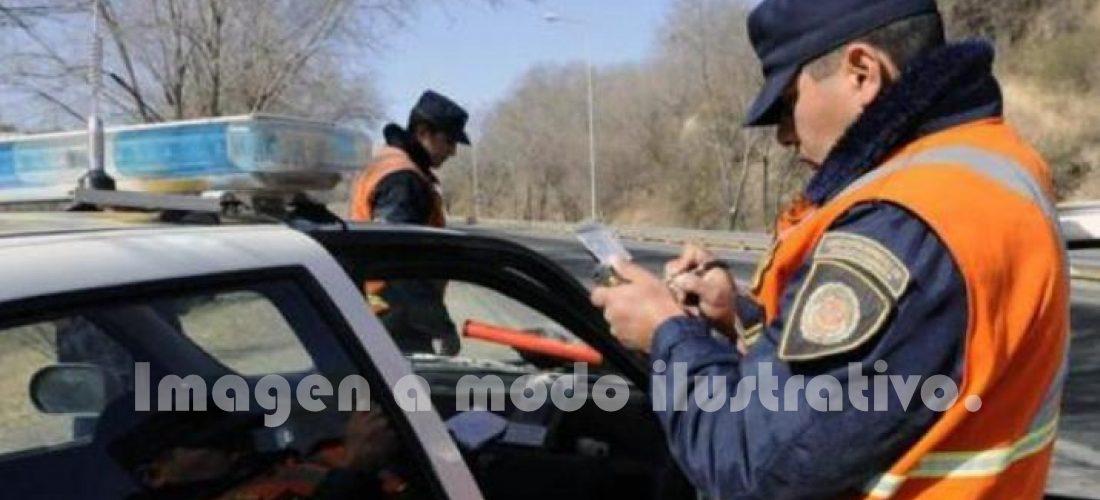 """Huinca: intentó evitar multa de la Caminera """"ofreciendo"""" $ 1.000"""