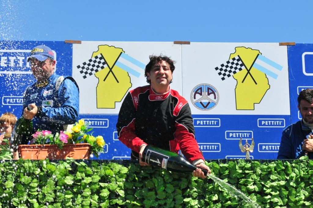 Gustavo Vaschetti (Del Campillo) se consagró Tetracampeón del TC 4000 cordobés