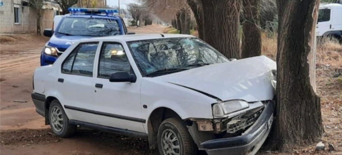 Villa Huidobro: adolescente perdió el control del auto y chocó contra una planta